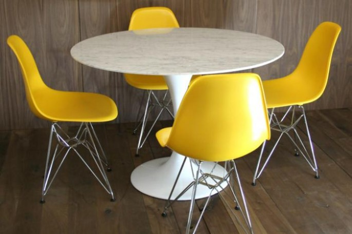 saarinen_style_tulip_table_bucket_chair_set_685